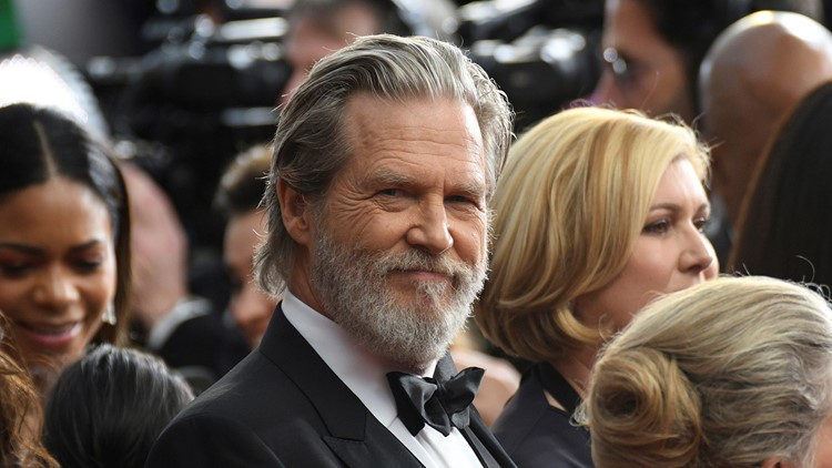 Jeff Bridges fights COVID-19 while being treated for cancer