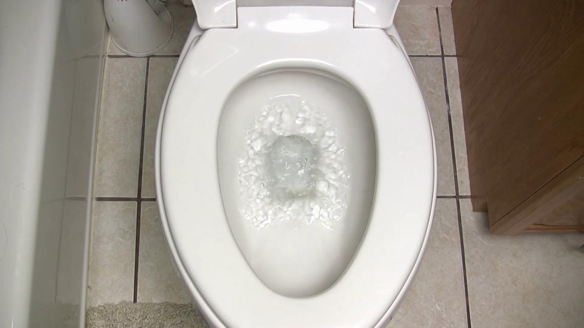VERIFY: Do sewage systems back up during Super Bowl halftime?