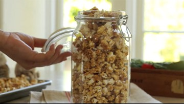 How to make holiday caramel corn