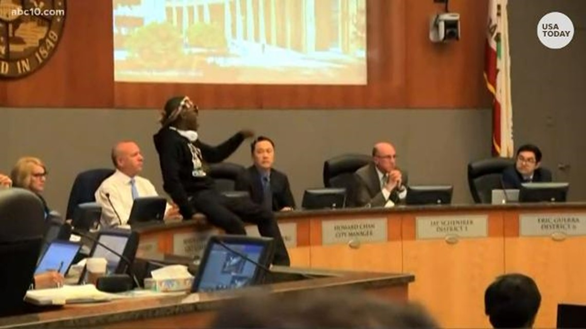 Stephon Clark chants disrupt Sacramento council meeting
