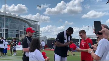 Houston Texans sign autographs for superstar fans