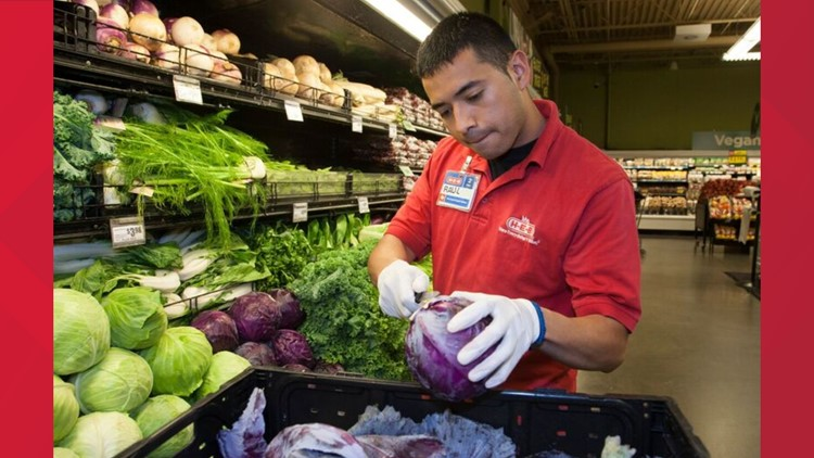 H-E-B employees being provided masks and gloves
