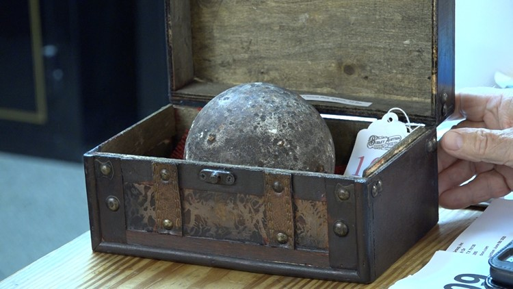 Alamo cannonballs hot items at auction in New Braunfels
