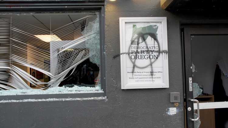 8 arrested after windows smashed at Democratic Party of Oregon building in Northeast Portland