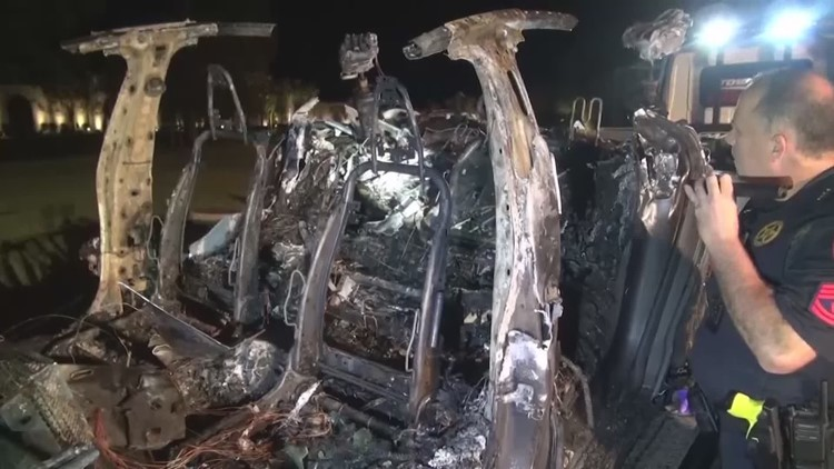 Tesla founder Elon Musk responds to report that no one was behind wheel in deadly Tesla crash
