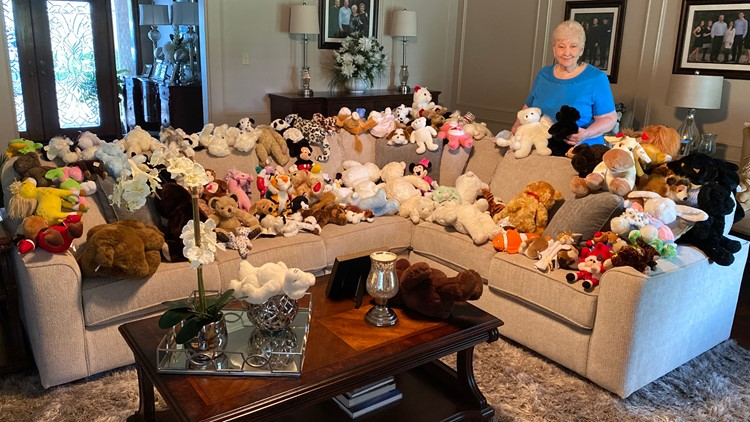Grandma, grandson bring new life to old teddy bears, gift them to children