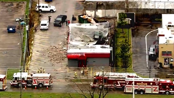 Building collapses in north Houston