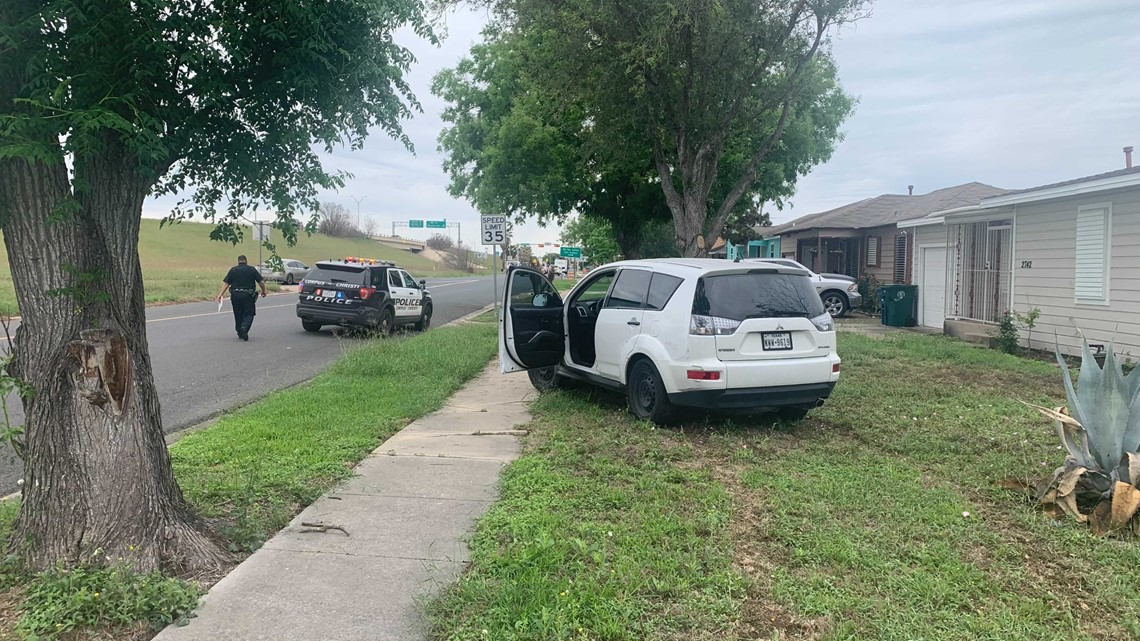 Woman arrested on warrant after fleeing police during traffic stop, ditching vehicle in yard