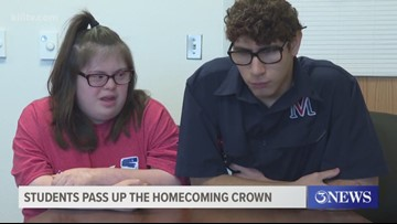 Coastal Bend teens give up homecoming crowns