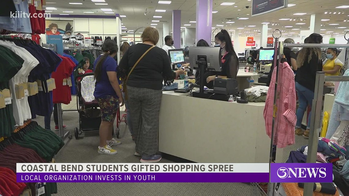 Retailers give back to community students by hosting private shopping event