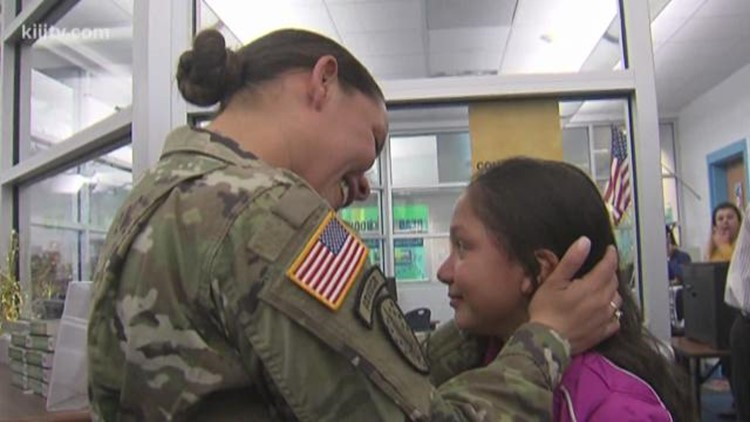 Soldier returns home to make daughter's Christmas wish come true