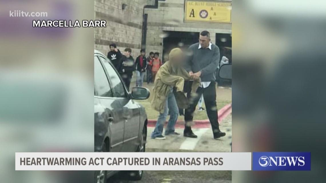 Heartwarming act captured in Aransas Pass