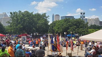 Thousands of Texas plumbers gather for rally at state capital