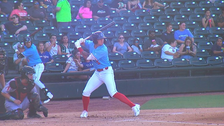 Lee, Brown power Hooks to shutout win over Sod Poodles