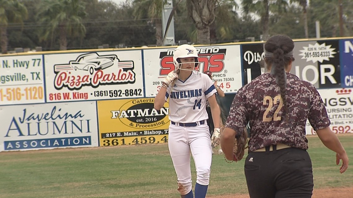 Javelinas softball splits double-header, Kelly breaks steals record