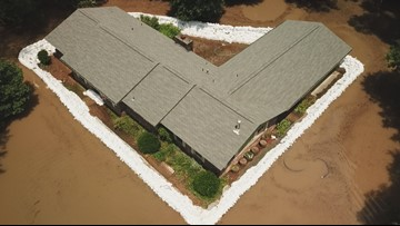 Family uses 10,000 sandbags to keep flood waters out of Arkansas home