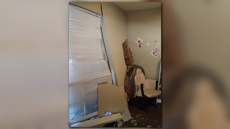 031519 Truck Into Apartment 2 PIC