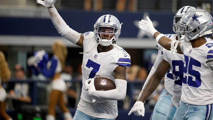 Dominating 3rd quarter lifts Cowboys over Panthers 36-28