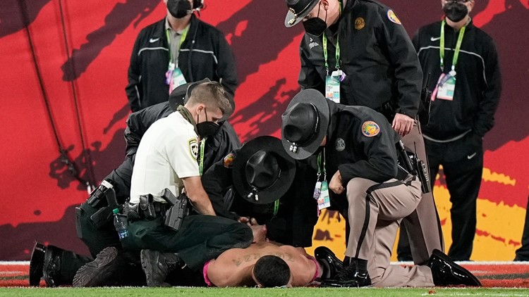 Deputy who tackled Super Bowl streaker played football in Hillsborough County